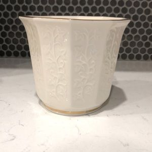 Lenox Ivory and Gold Flower Pot